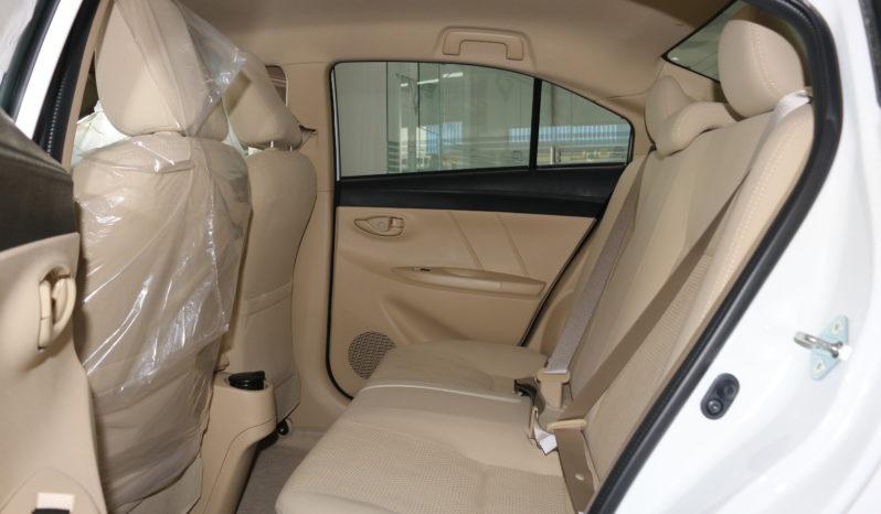 Toyota Yaris 1.5L E full